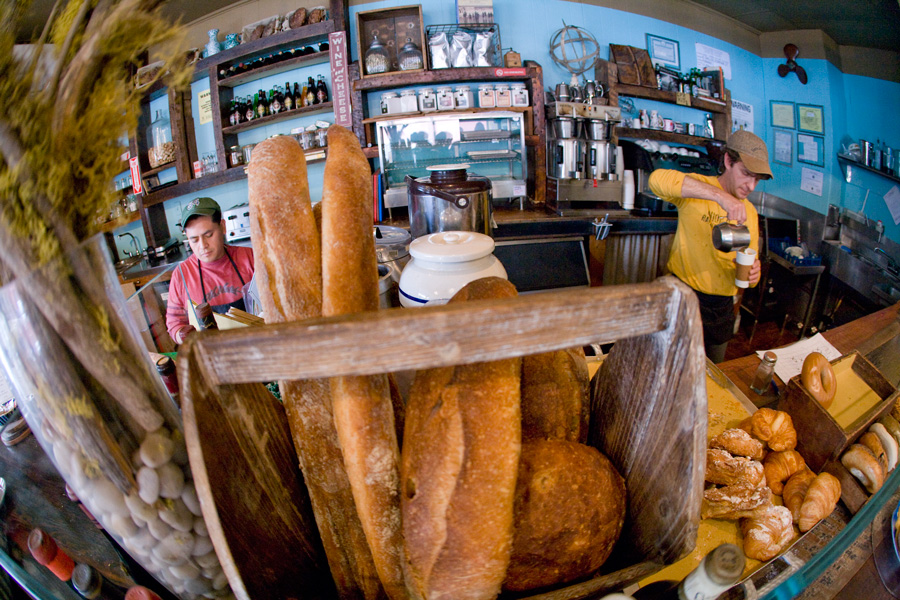 bread and latte at atlas cafe´